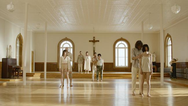 A Short History of Madness (Une courte histoire de la folie, Director: Isabelle Hayeur Choreographer: Virginie Brunelle